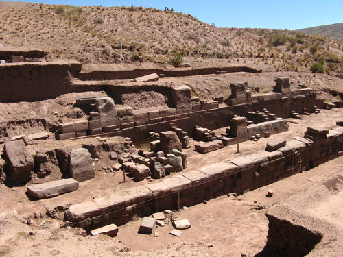 Restaurationsarbeiten in Tiwanaku